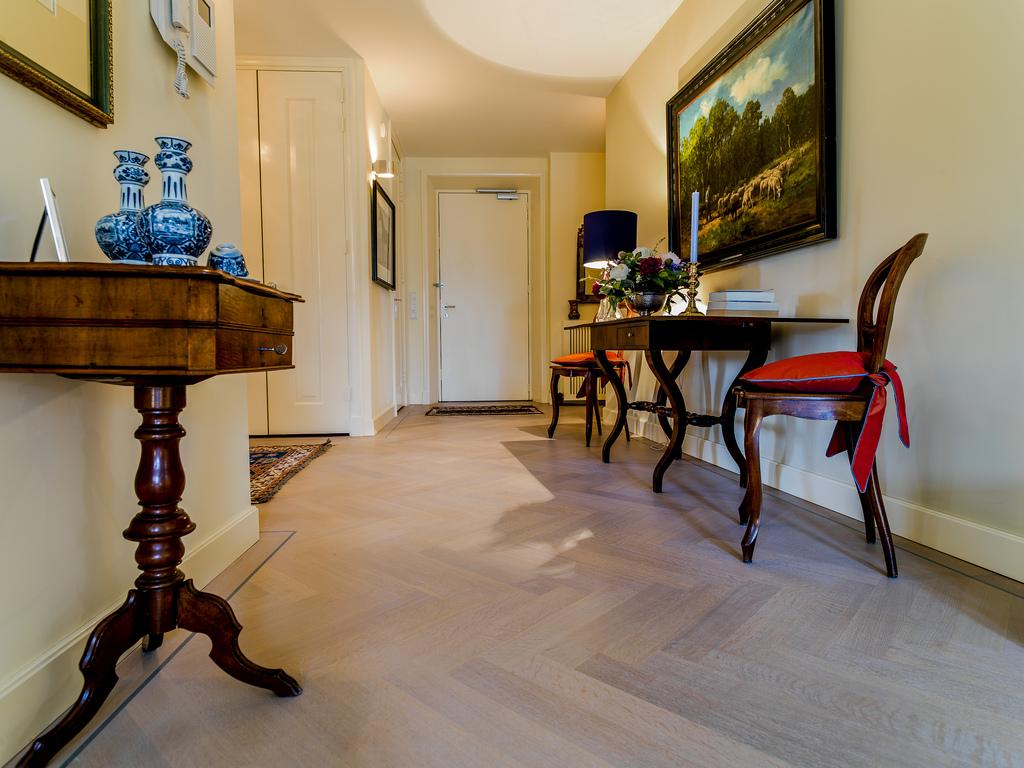 Essen visgraat vloer modern en fris baltussen parket for Klassiek en modern interieur combineren
