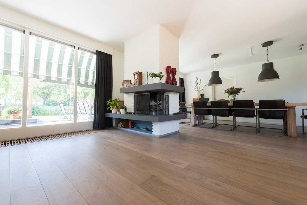 Gerookte eiken houten vloer