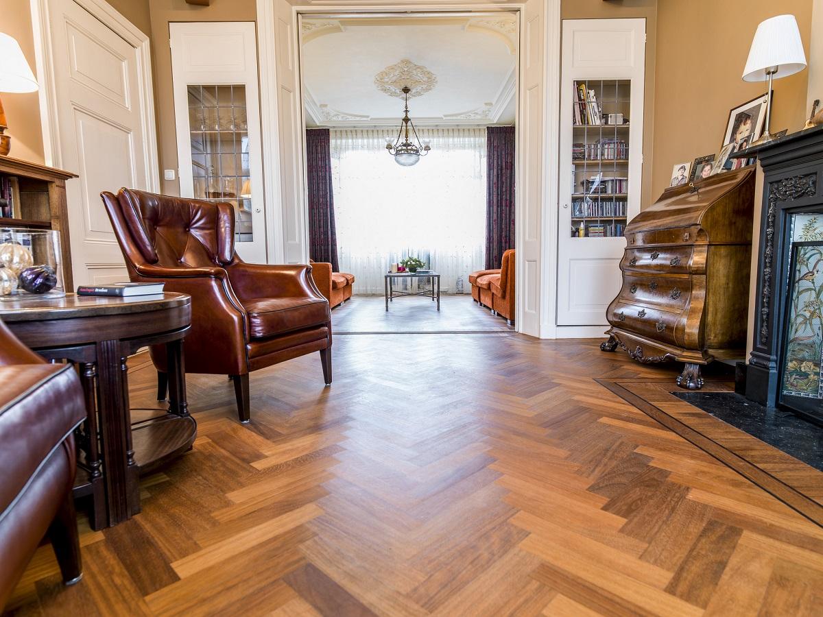 Parketvloer Visgraat Prijs : Visgraat parket vloeren een prachtige authentieke uitstraling