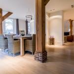 Prachtige gerookte Eiken vloer, nabehandeld met witte olie voor een vergrijsd effect over uw houten vloer.