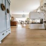 Prachtige Eiken duoplank parketvloer 24cm breed, prachtig eindresultaat in dit landelijke interieur.
