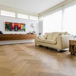 Gerookte Eiken Visgraatvloer, nabehandeld met naturola olie. uitstekend in een modern interieur!