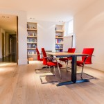 Brede Eiken planken vloer, gerookt en wit geolied. Ontworpen door Piet Boon in samenwerking met Baltussen Parket.